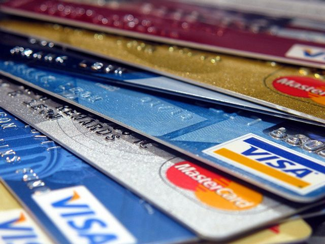Consumers prefer plastic more than mobile payments featured image
