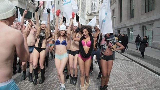 """TransferWise founders brave New York cold for naked """"nothing to hide"""" publicity stunt featured image"""