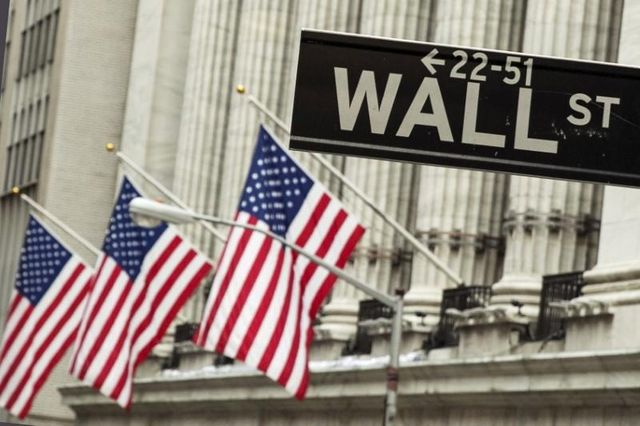 Bond-trading bump shows Wall Street banks doing more with less featured image