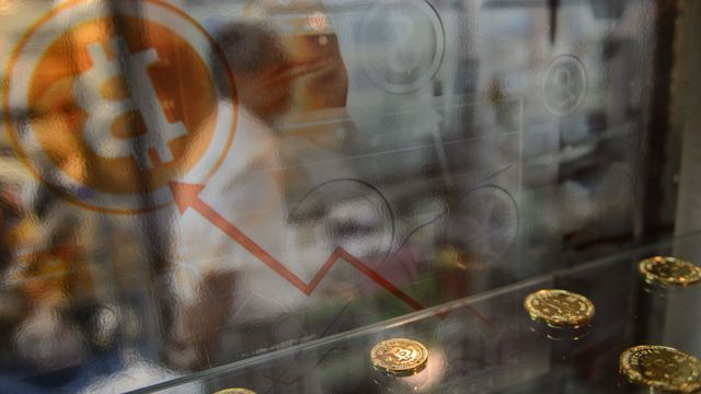 Major Chinese bitcoin exchanges halt withdrawals after crackdown featured image