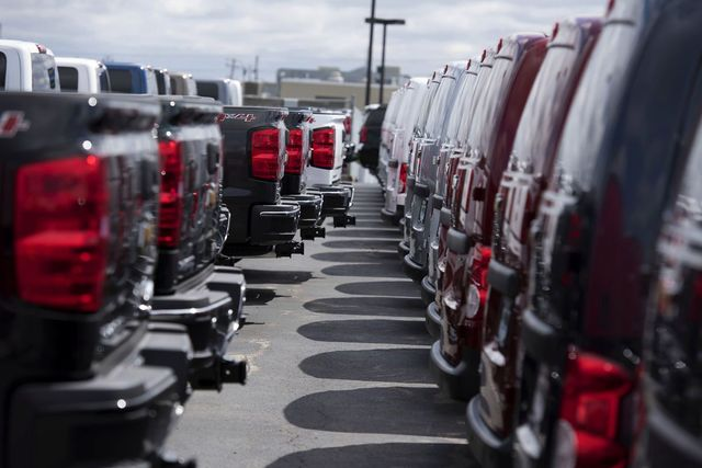 Wells Fargo, JP Morgan wary of auto loans, pack them in bonds featured image