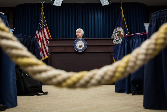Yellen Rebuffs Pressure to Hike as Fed Gives Economy Room to Run featured image