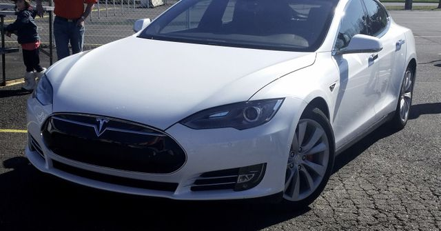 Tesla wants to offer vehicles with one price, including insurance and maintenance featured image