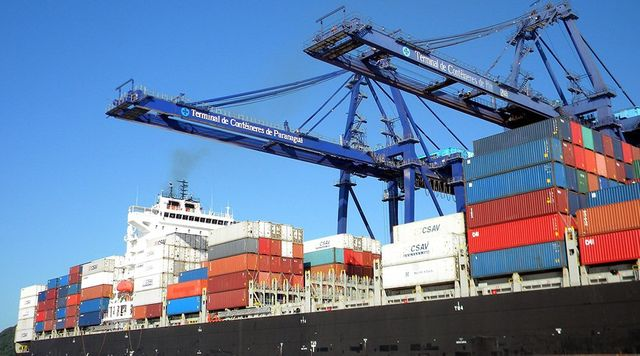 Technology improving global trade efficiency featured image
