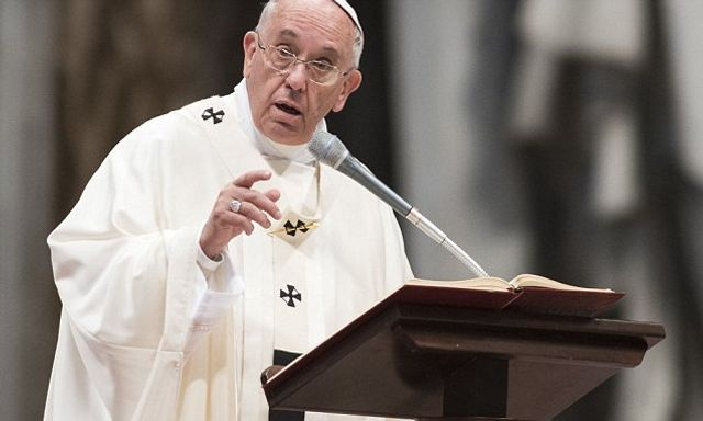 The pope blames low marriage rates on fear of divorce featured image