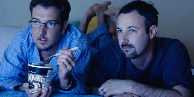 Study shows spending time watching tv together improves relationships featured image