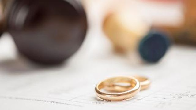 10 of the most bizarre marriage and divorce laws from around the world featured image