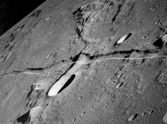 Underground Lunar Cities featured image