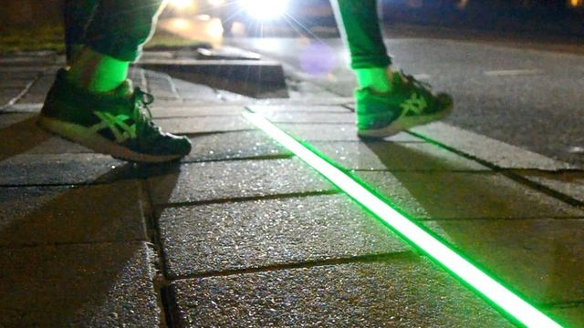 Pavement lights guide 'smartphone zombies' featured image