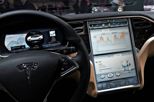 Who's Responsible when a Driverless Car Crashes? Tesla's Got an Idea featured image