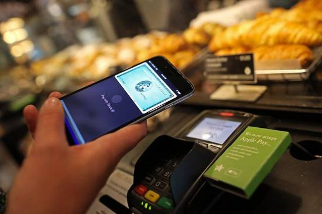 Apple, Banks in Talks on Mobile Person-to-Person Payment Service featured image