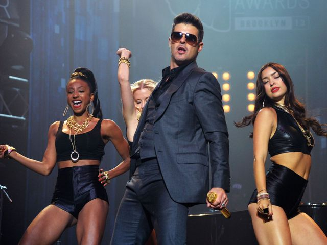 """""""Blurred Lines"""" singer Robin Thicke accused of plagiarism featured image"""