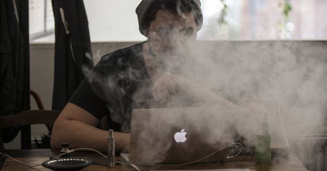Opposing views on health benefits of e-cigarettes featured image