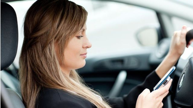 """Drivers caught using handheld mobile phones in Britain are to face """"much tougher penalties"""", with fines and points doubling, the government says. featured image"""