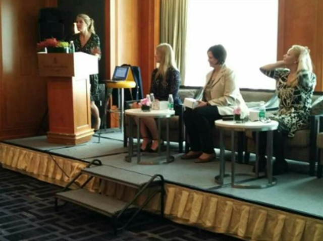 Female expat senior managers in Shanghai discuss upward mobility in the global workforce featured image