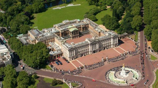 Buckingham Palace to get £369m refurbishment featured image