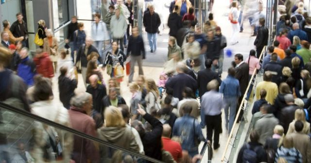 Retail parks footfall surges as the shopping centres and high street lags featured image