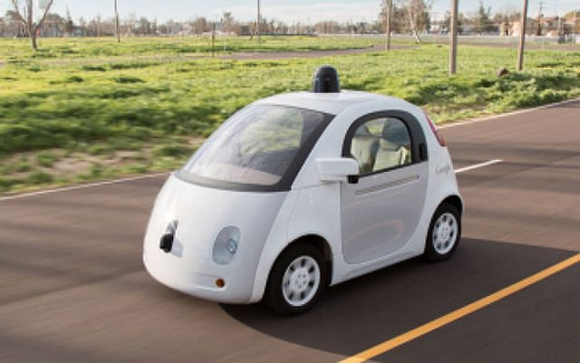 Google driverless car in road accident featured image