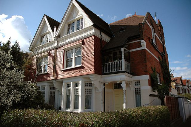 Guide to selling your property in the UK featured image