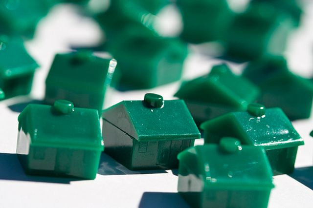 UK housing market resilient; gross lending estimated at £246 billion in 2016 featured image