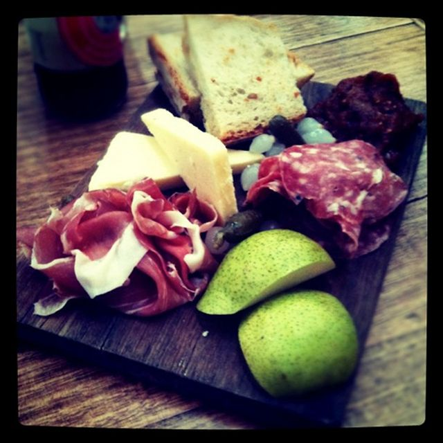 The art of story telling and the ploughman's lunch featured image