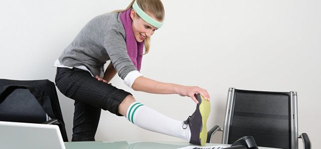 This 7-Minute Desk Workout Will Dramatically Improve Workplace Health featured image