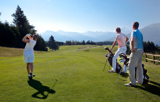 Why Golf is Good for Business Team Building featured image