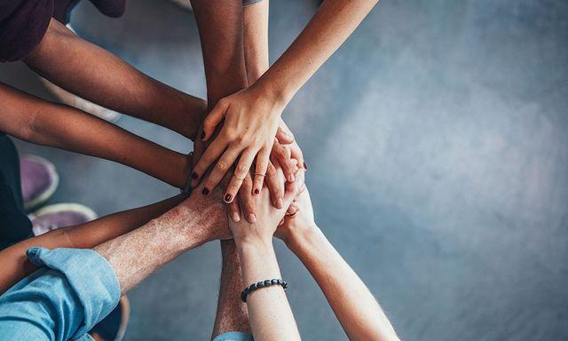 3 UNIQUE WAYS TO BUILD TEAM SPIRIT featured image