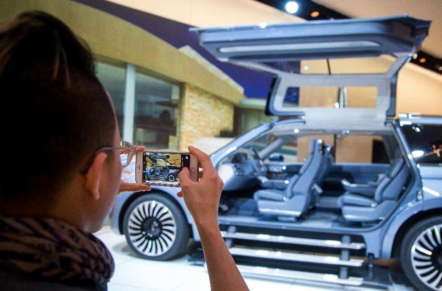 World Awaits Apple Car... featured image