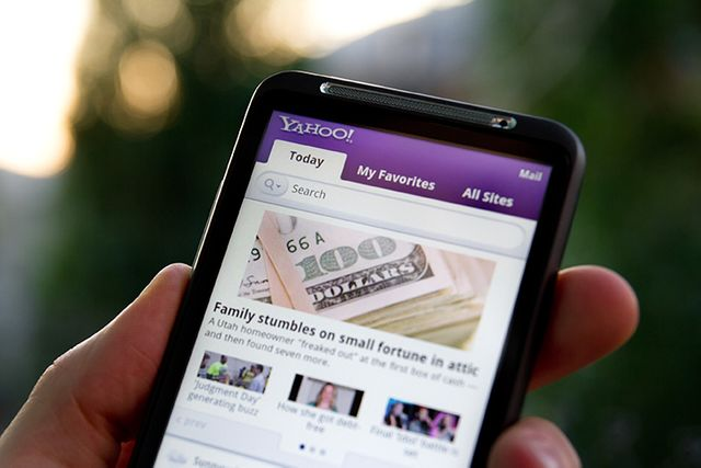 """Verizon tipped to pay US$4.8bln for a """"struggling"""" Yahoo featured image"""