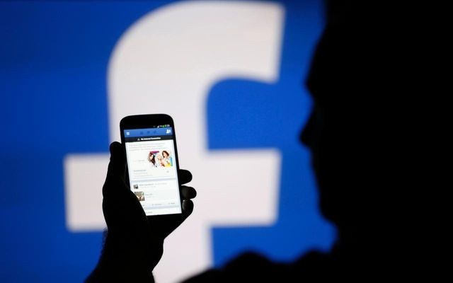 Are human journalists more intelligent than Facebooks algorithms? featured image