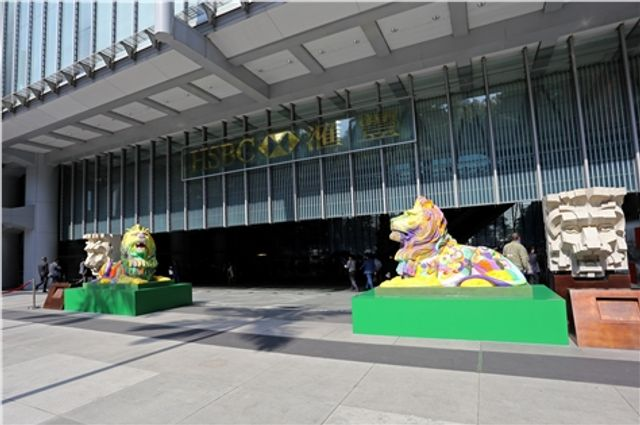 HSBC's iconic lions turn a shade of rainbow in celebration of diversity featured image