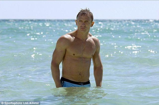 Daniel Craig in tree dispute featured image