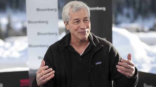 Jamie Dimon signs on for another five years as JPMorgan chief and ups annual tech spend to $10.8bn featured image