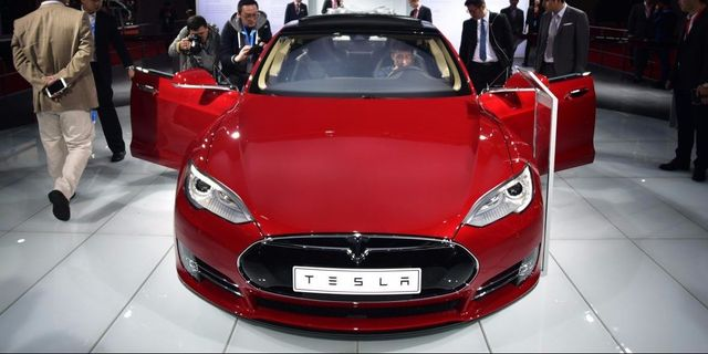 Tesla is pushing the insurance industry to prepare for massive disruption featured image