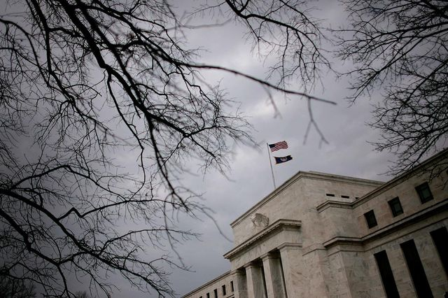 Fed suspends stock buybacks, caps dividends for big banks featured image