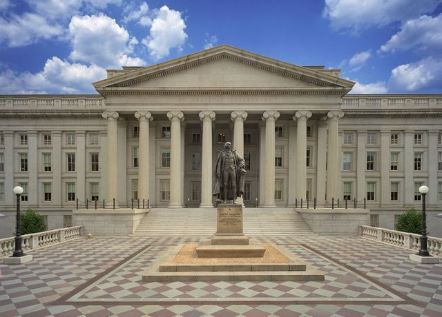 The US Treasury wants every crypto transfer larger than $10,000 to be reported to the IRS featured image