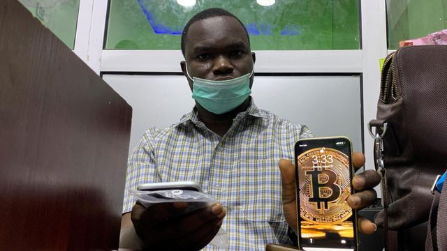 Peer-to-peer trades are sustaining Nigeria's crypto activity despite a ban featured image
