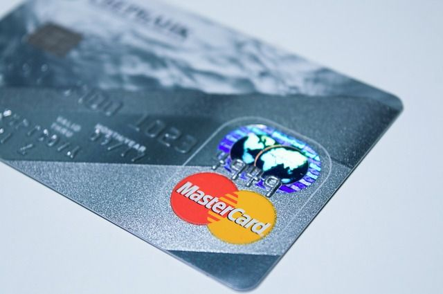 Payments company Square launches debit card for small businesses featured image