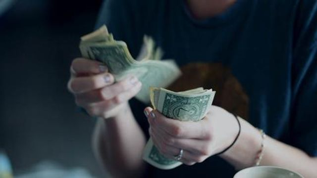 Western Union bids to buy MoneyGram - Bloomberg featured image