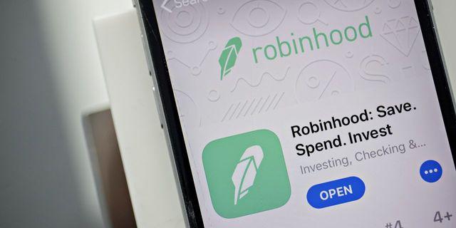 Having Stolen the Spotlight, Now Robinhood Has to Dance featured image