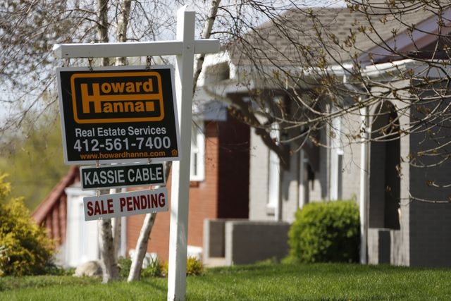 Low rates and heavy buyer demand send US home sales surging featured image