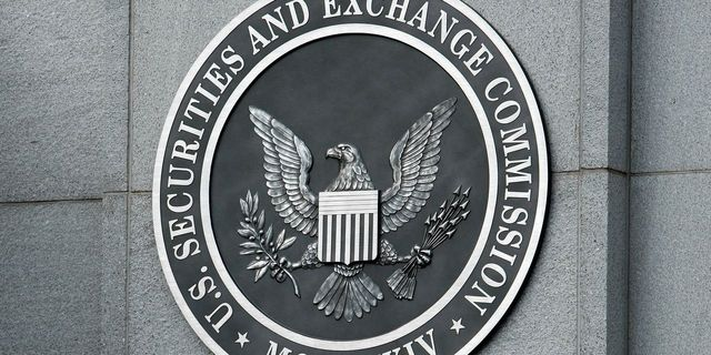 The SEC changed its rules. Not only the rich can invest in private markets. featured image