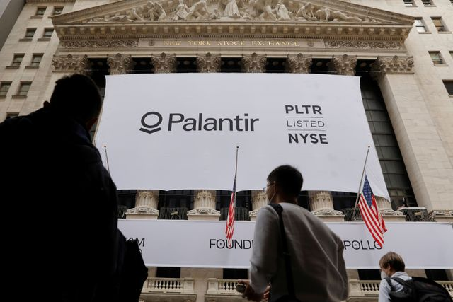 Palantir insiders struggled to sell shares at debut because they couldn't access trading platform featured image