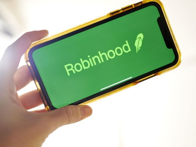 Robinhood internal probe finds hackers hit almost 2,000 accounts featured image