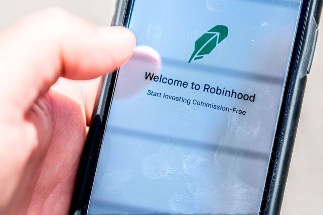 SEC charges Robinhood with misleading customers about how it makes money featured image