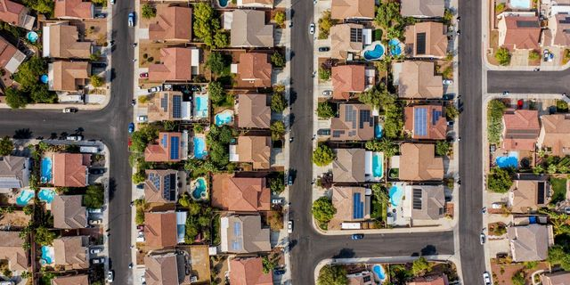 Housing Market Stays Tight as Homeowners Stay Put featured image