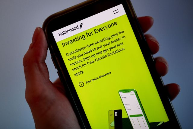 Robinhood building platform to allow users to buy into IPOs featured image