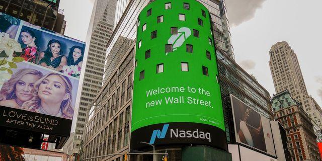 Regulators scrutinize a Robinhood marketing ploy: free shares featured image