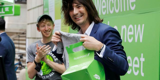 Robinhood is going on a college tour to recruit new customers featured image